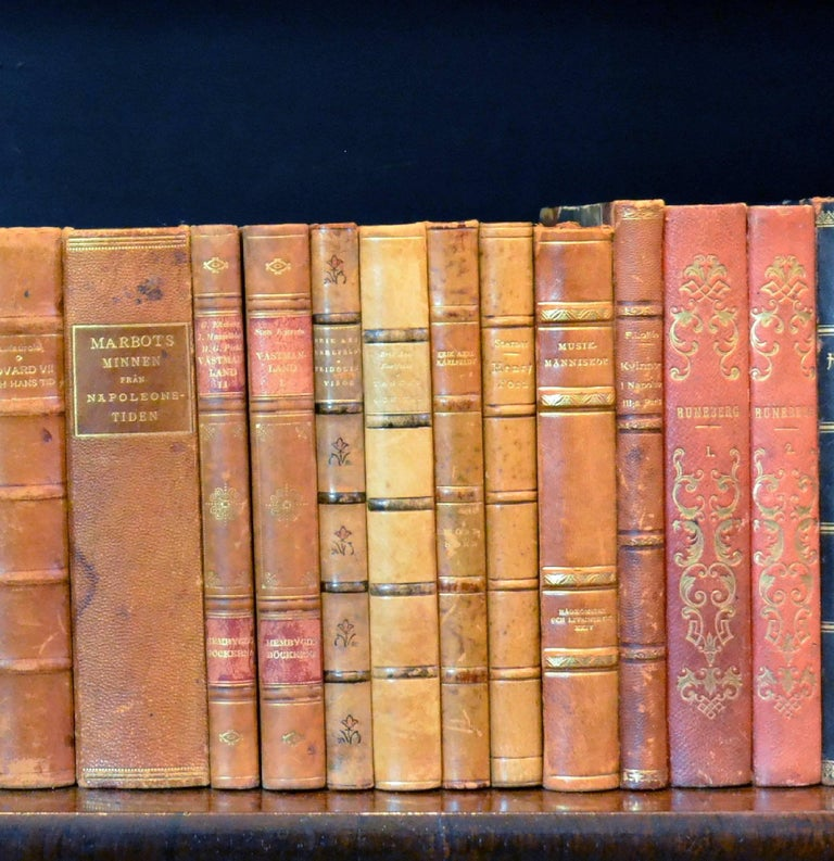 Metre of Early 20th Century Leather Bound Books, Series 25/26 In Good Condition For Sale In London, GB