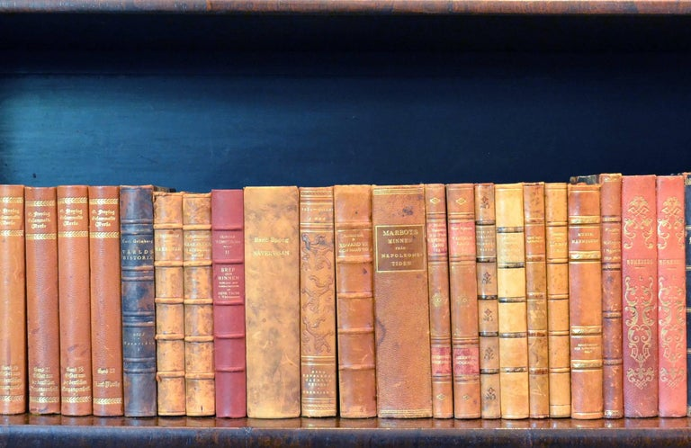 Metre of Early 20th Century Leather Bound Books, Series 25/26 For Sale 2
