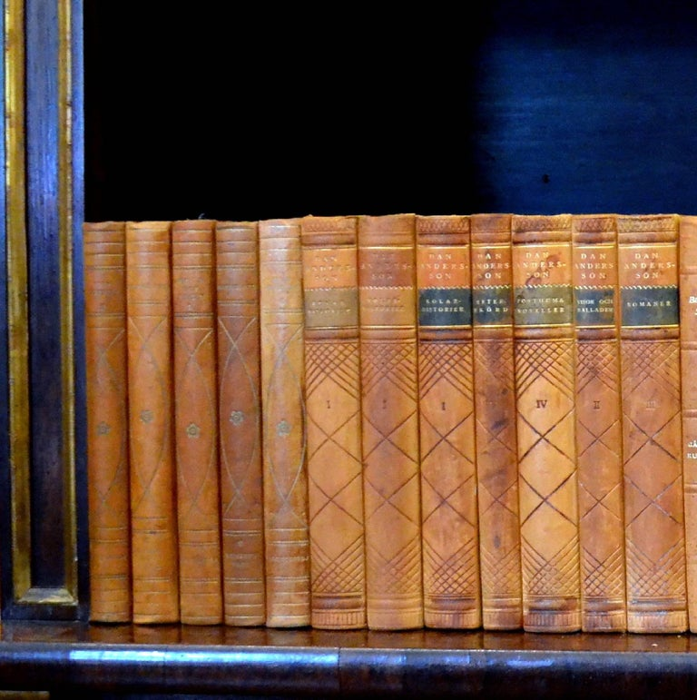 This meter of leather-bound Swedish Literature books contains 39 books, in warm rich tones of light and dark gold with gold leaf embossing. Aside from a few books that are scuffed and scratched, these books are all in very good condition and would