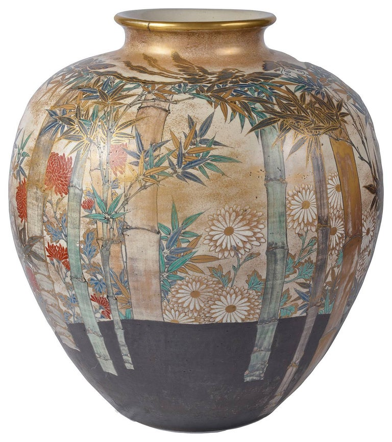 Large and Impressive Japanese Satsuma Vase In Excellent Condition For Sale In Brighton, Sussex
