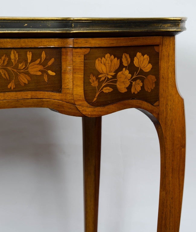 French Pair of Louis XV Style Inlaid Side Tables For Sale