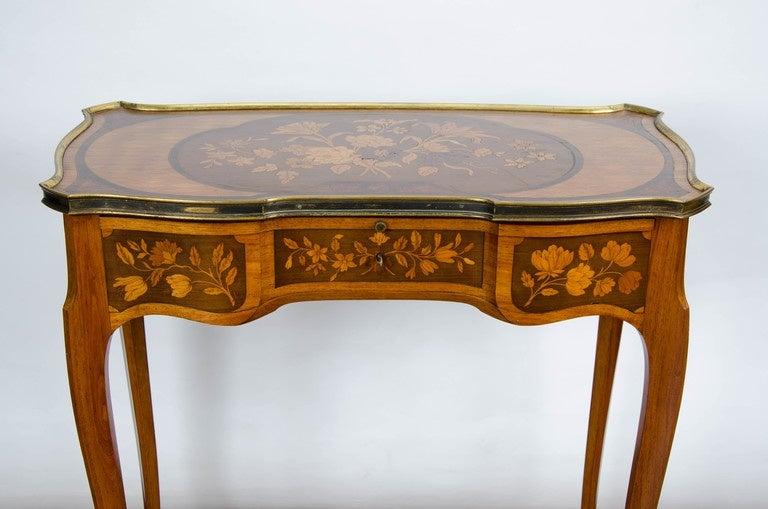 Pair of Louis XV Style Inlaid Side Tables In Good Condition For Sale In Brighton, Sussex