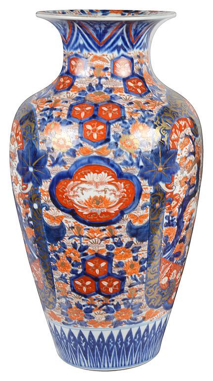 Large Pair of 19th Century Imari Vases In Good Condition For Sale In Brighton, Sussex