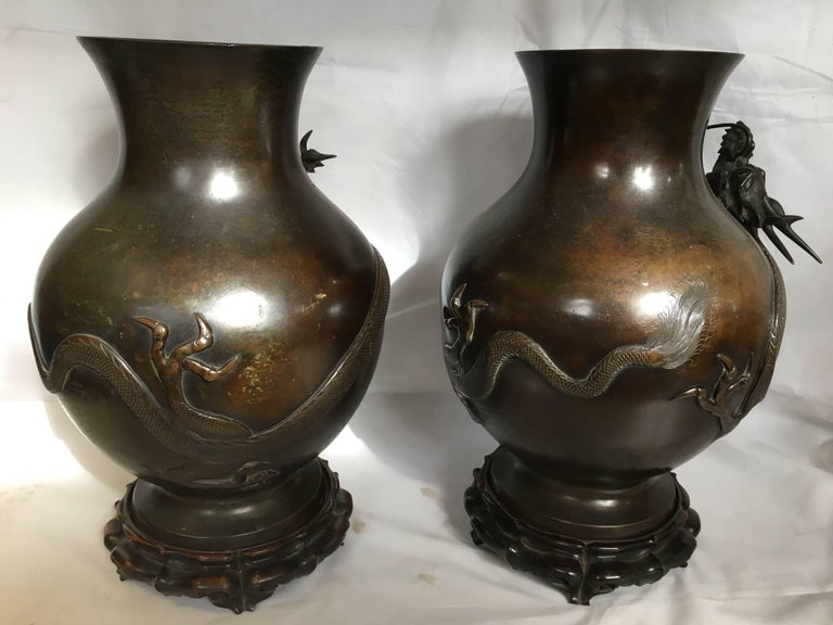 Pair of Japanese 19th Century Bronze Vases In Excellent Condition For Sale In Brighton, Sussex