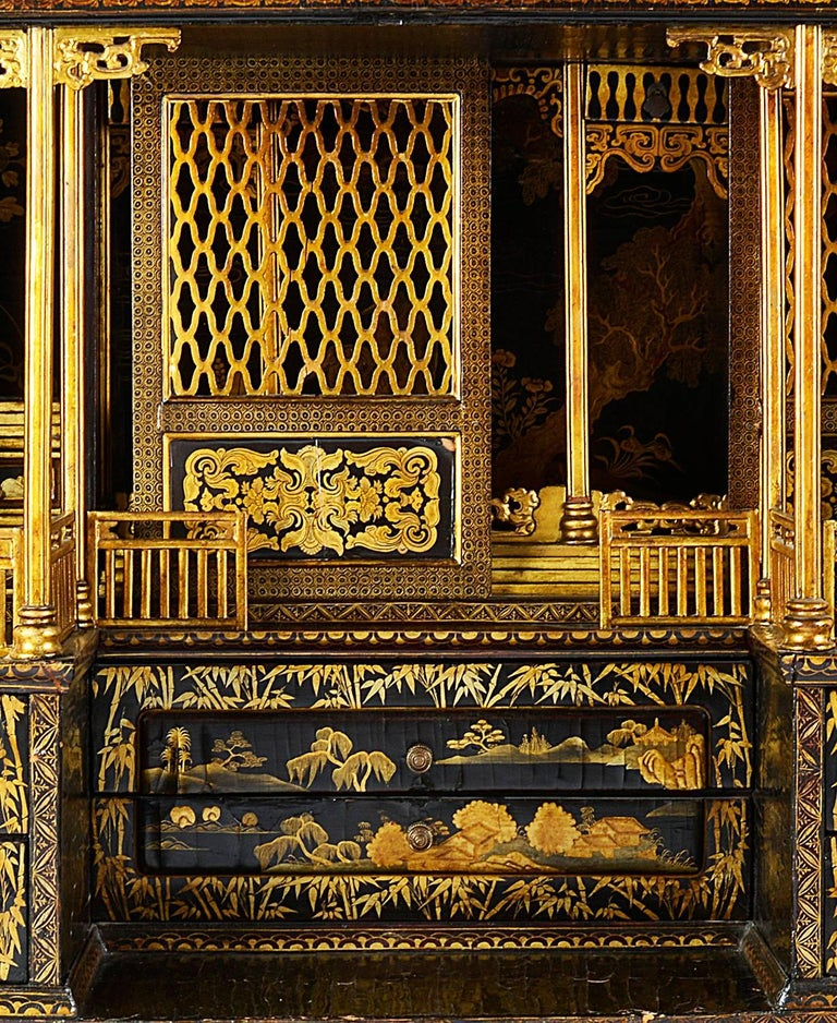 18th Century Lacquer Cabinet on Stand In Good Condition For Sale In Brighton, Sussex
