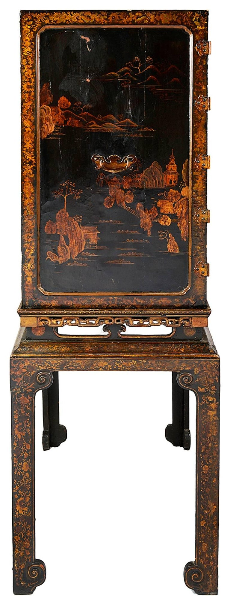 18th Century Lacquer Cabinet on Stand For Sale 1