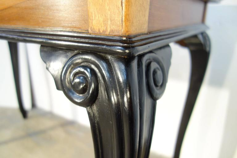 Walnut 19th Century Lombardy Louis XV Style Center Table For Sale