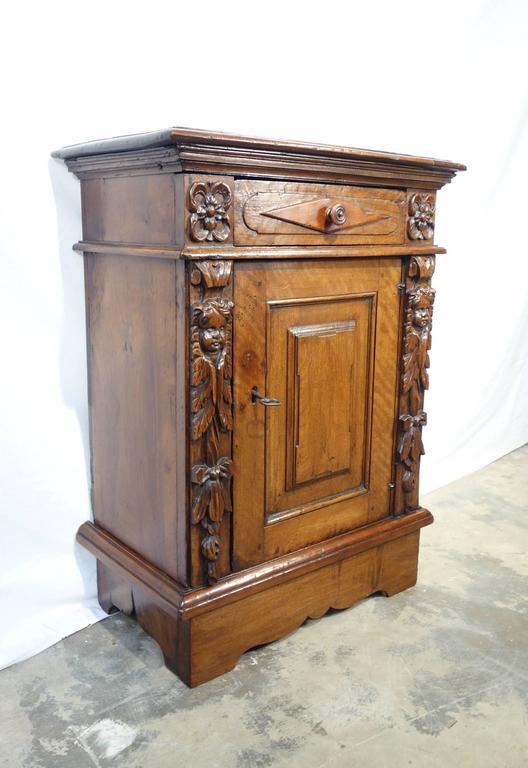 late 18th century antique italian renaissance style walnut single night stand at 1stdibs. Black Bedroom Furniture Sets. Home Design Ideas