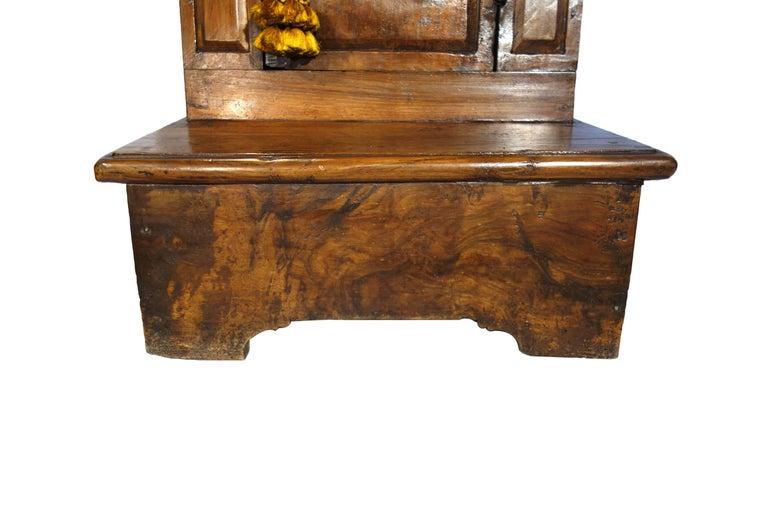 17th Century Antique Italian Rustic Tuscan Walnut Kneeler Circa 1660 For Sale 1