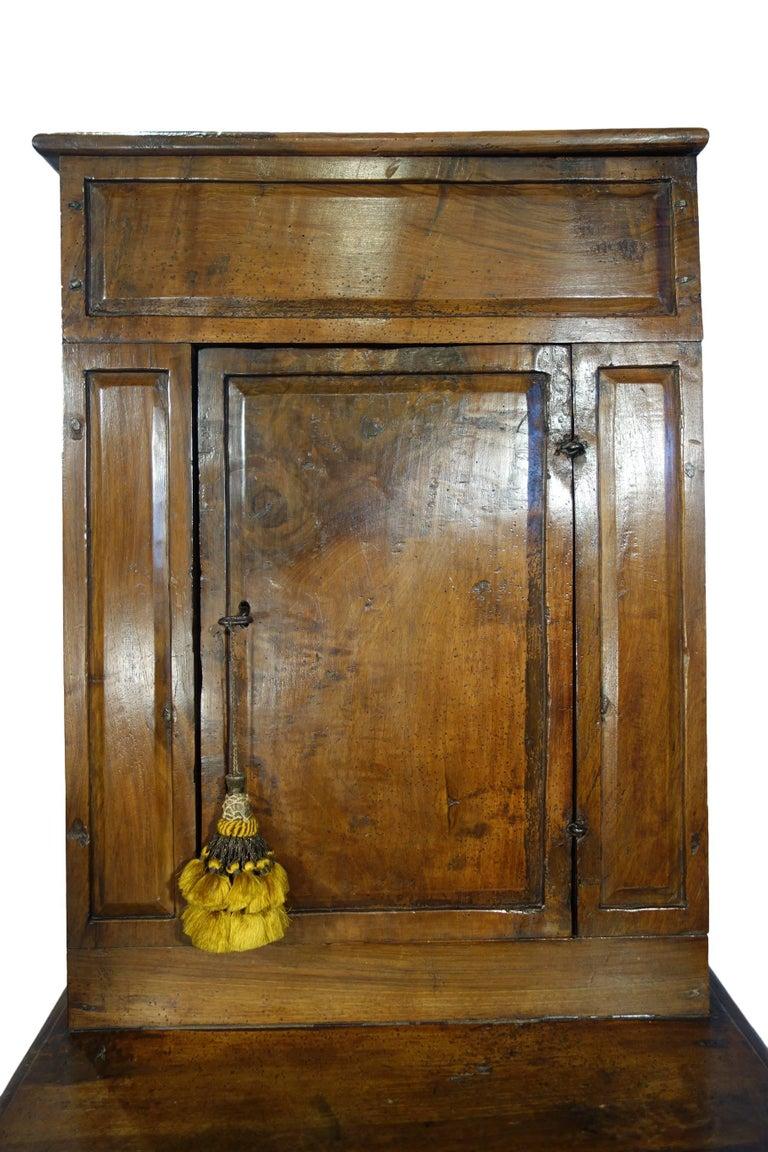 17th Century Antique Italian Rustic Tuscan Walnut Kneeler Circa 1660 For Sale 4