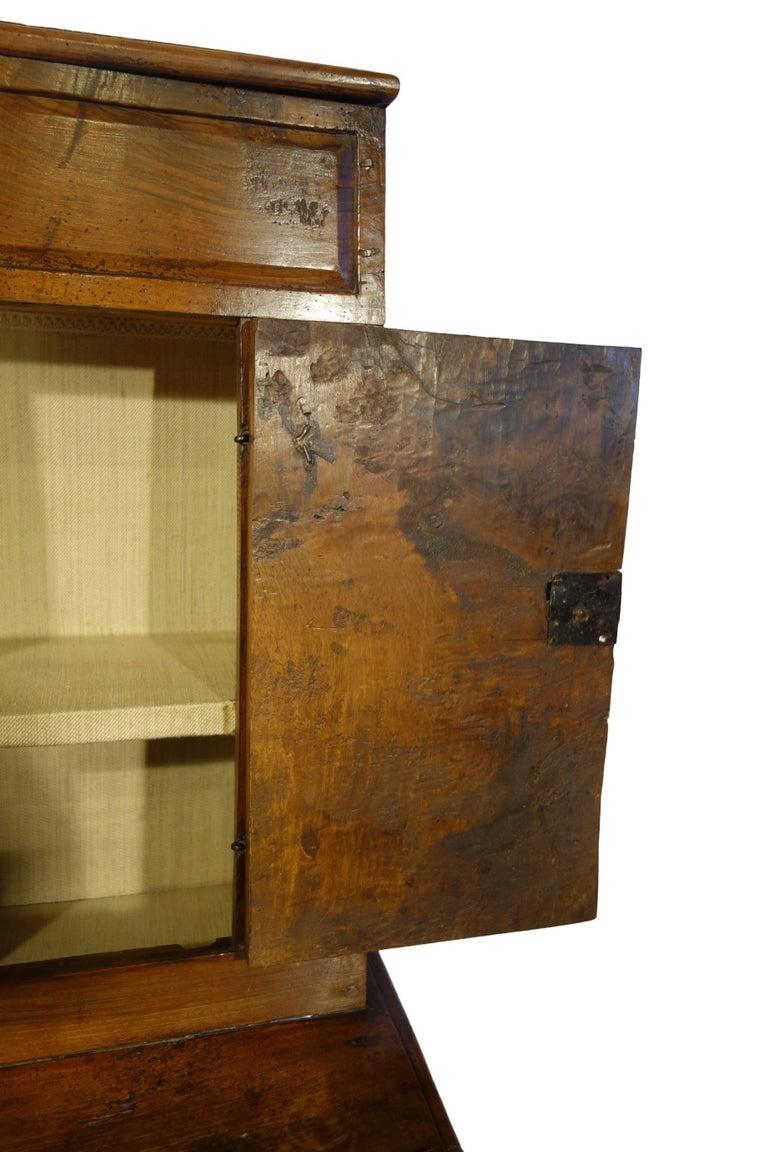 17th Century Antique Italian Rustic Tuscan Walnut Kneeler Circa 1660 For Sale 5