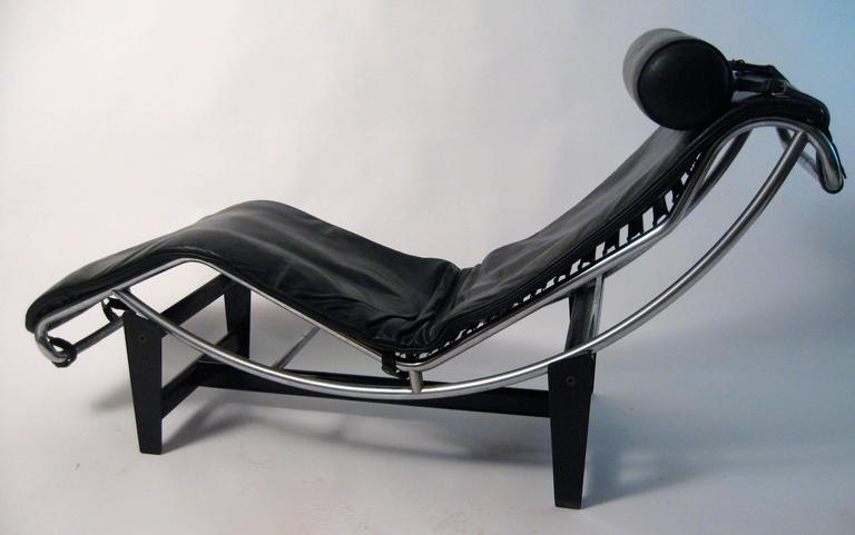 Le corbusier charlotte perriand cassina lc4 chaise for Chaise longue le corbusier vache