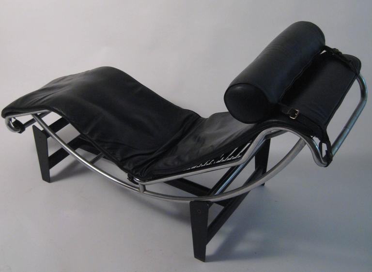 Bauhaus Le Corbusier Charlotte Perriand Cassina LC4 Chaise Longue For Sale