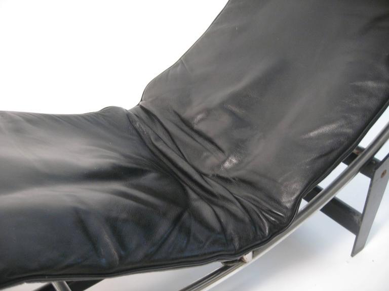 Le corbusier charlotte perriand cassina lc4 chaise for Chaise longue le corbusier
