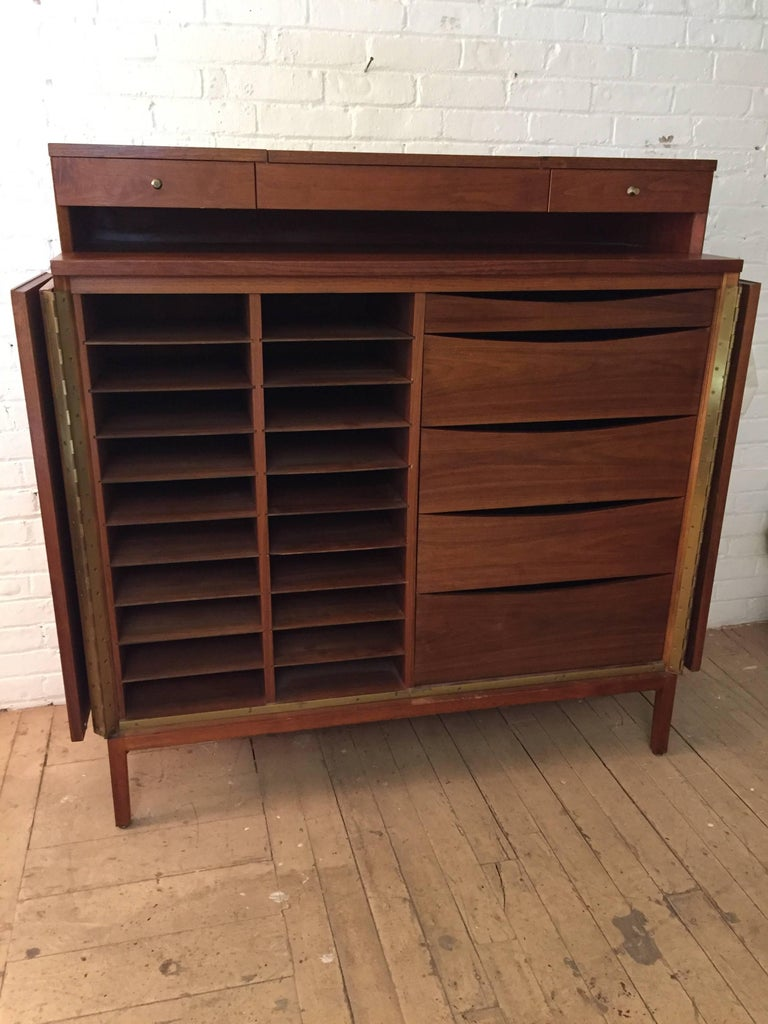 Mid-Century Modern Paul McCobb Calvin Group Irwin Collection Dresser For Sale