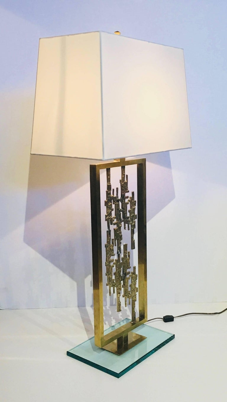 Pair of Mid-Century Modern Brass and Glass Brutalist Table Lamps, circa 1960s In Excellent Condition For Sale In Stamford, CT