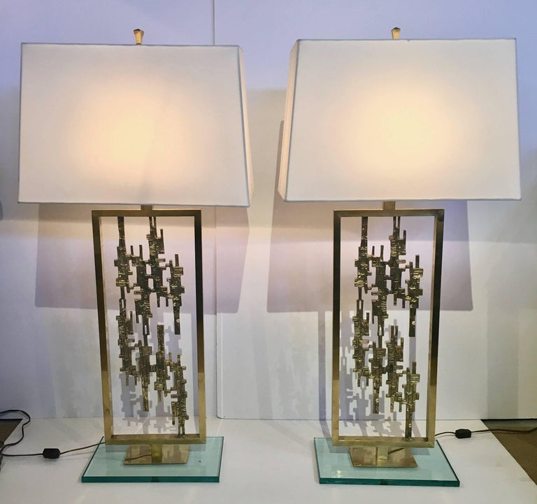 Pair of Mid-Century Modern Brass and Glass Brutalist Table Lamps, circa 1960s For Sale 3