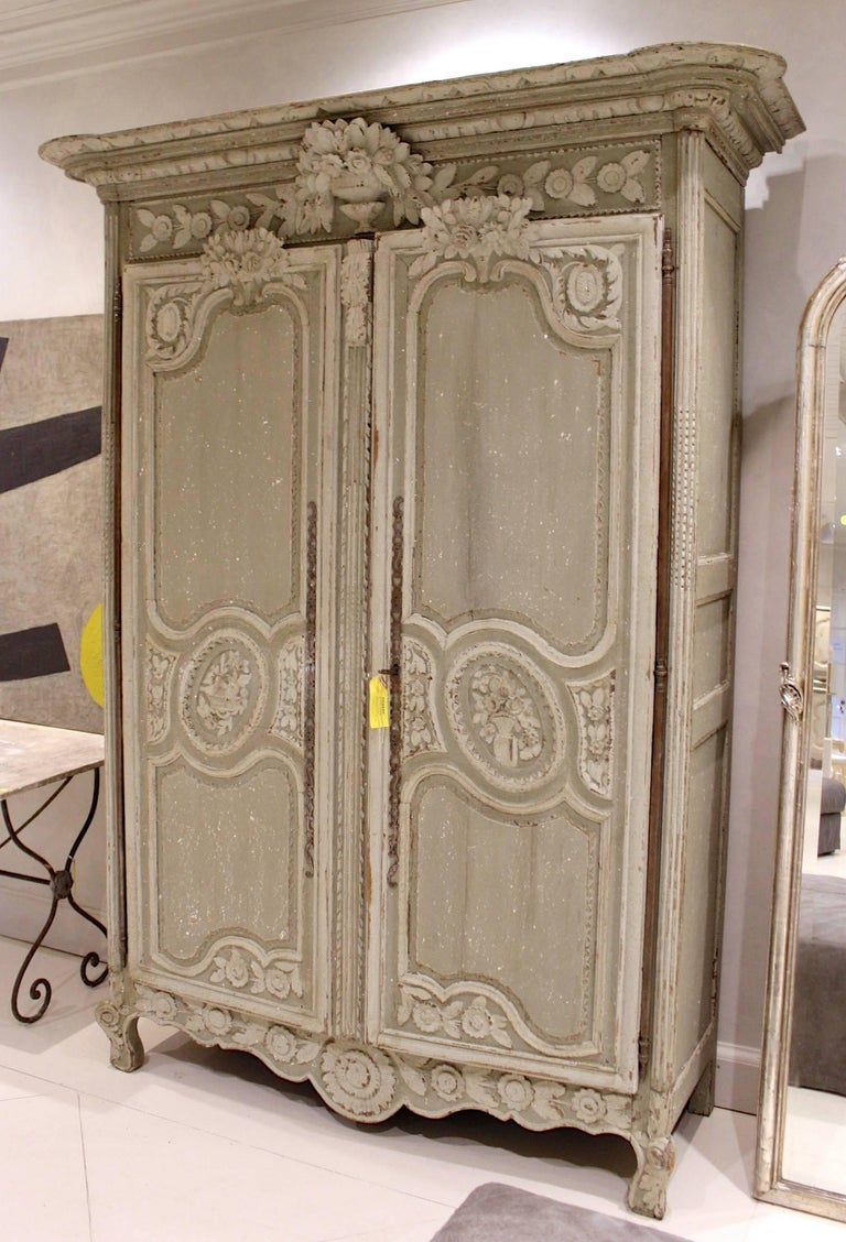 antique french louis xv armoire for sale at 1stdibs. Black Bedroom Furniture Sets. Home Design Ideas