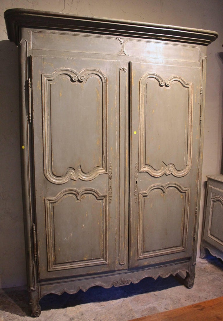 antique french louis xv armoire 18th century for sale at. Black Bedroom Furniture Sets. Home Design Ideas