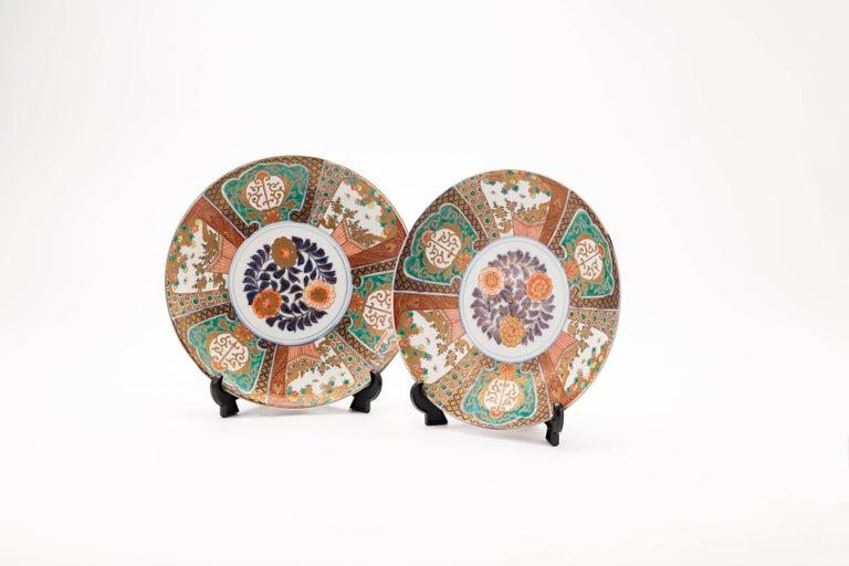 Antique Japanese Pair of Imari Plates, Meiji Period, circa 1900 For Sale 3