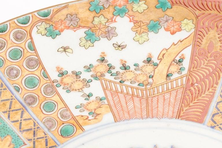 Antique Japanese Pair of Imari Plates, Meiji Period, circa 1900 For Sale 1