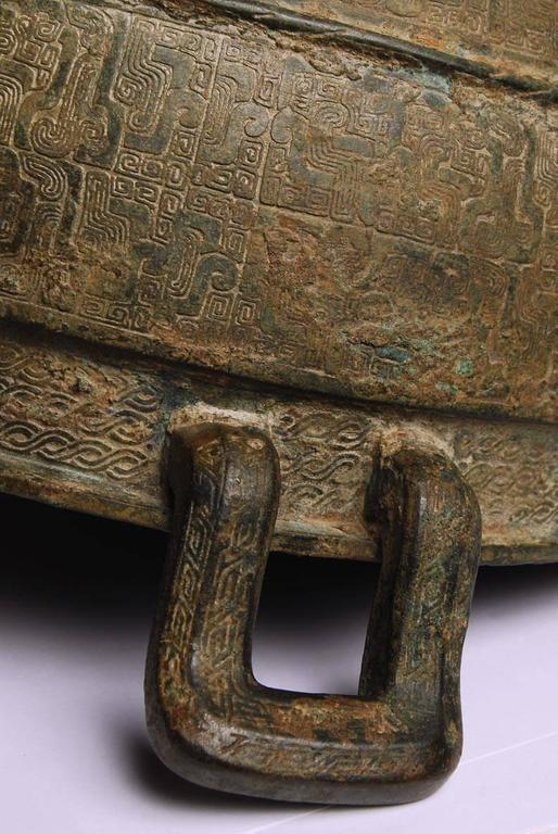 Chinese bronze vessel/sieve for food from the Warring States period 722 BC–221 BC. This bronze comes with a Japanese paulownia wood box with inscription by Zoroku. Hata Zoroku was a goldsmith and metal worker famous for both his own work and for