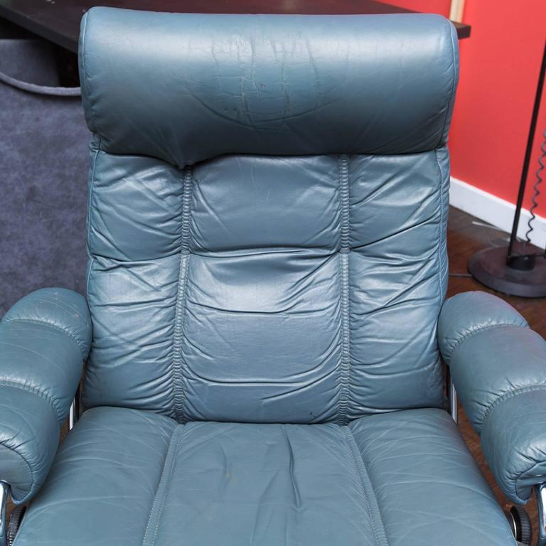Norwegian Vintage Leather Stress Less Recliner By Ekornes For Sale
