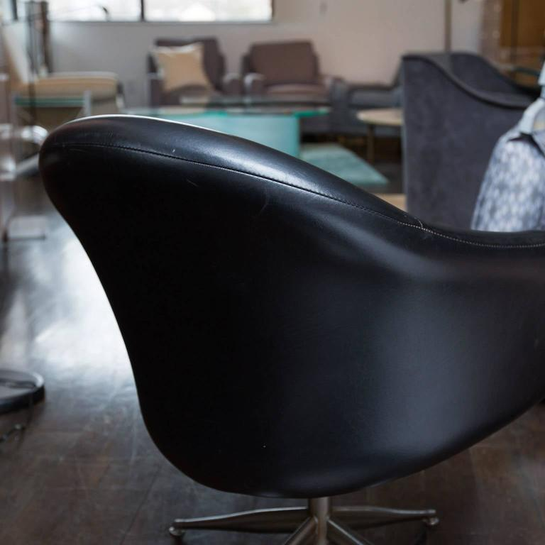 Delicieux Mid Century Modern Vintage Baumritter Swivel Chair In Black Naugahyde For  Sale