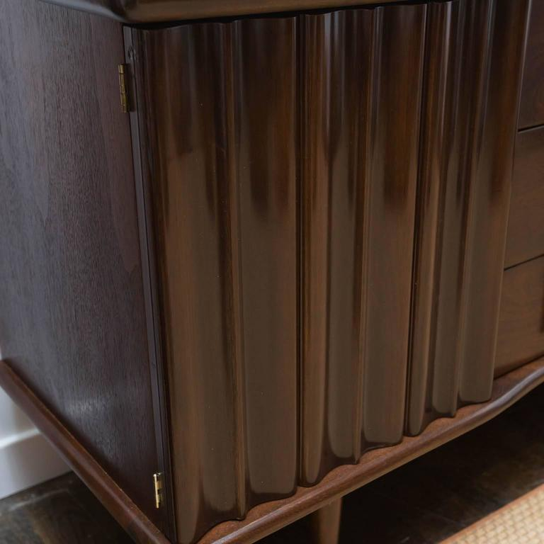 Completely new Mid-Century Modern Walnut Credenza by United Furniture at 1stdibs AW26