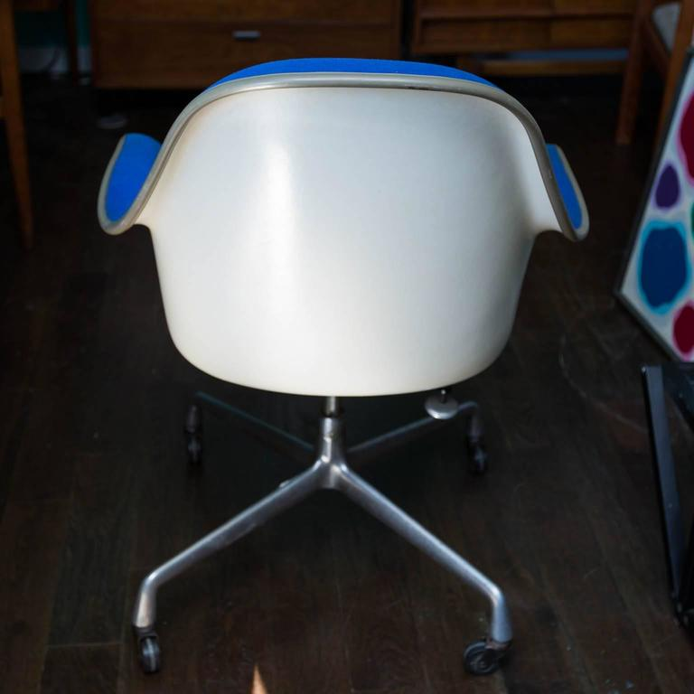Charles Eames EC-178 Shell Chair for Herman Miller For Sale 2