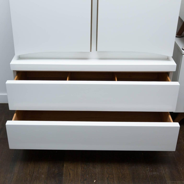 Mid-Century Modern White Lacquered Highboy Dresser For Sale 3