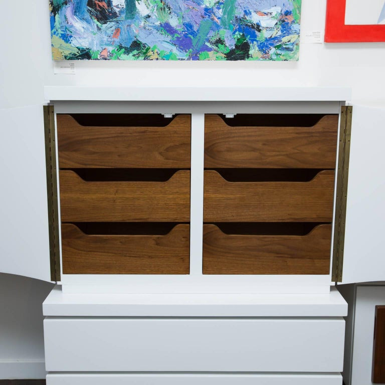 Mid-Century Modern White Lacquered Highboy Dresser For Sale 1