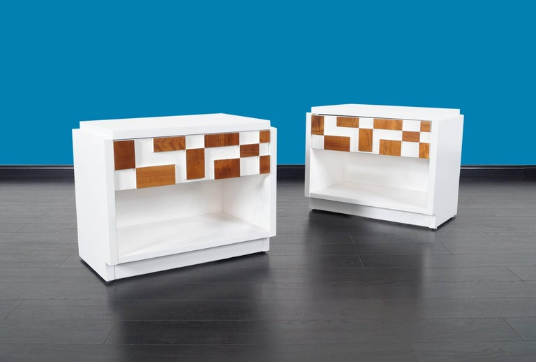 Stunning pair of nightstands / side tables by Lane, Altavista. Newly refinished in white lacquer with walnut geometric shapes on the drawers.