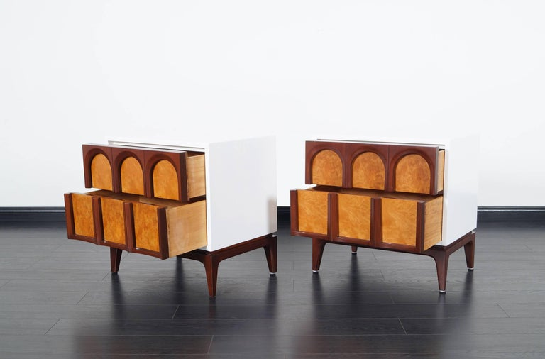 American Mid-Century Modern Walnut Nightstands by Thomasville For Sale