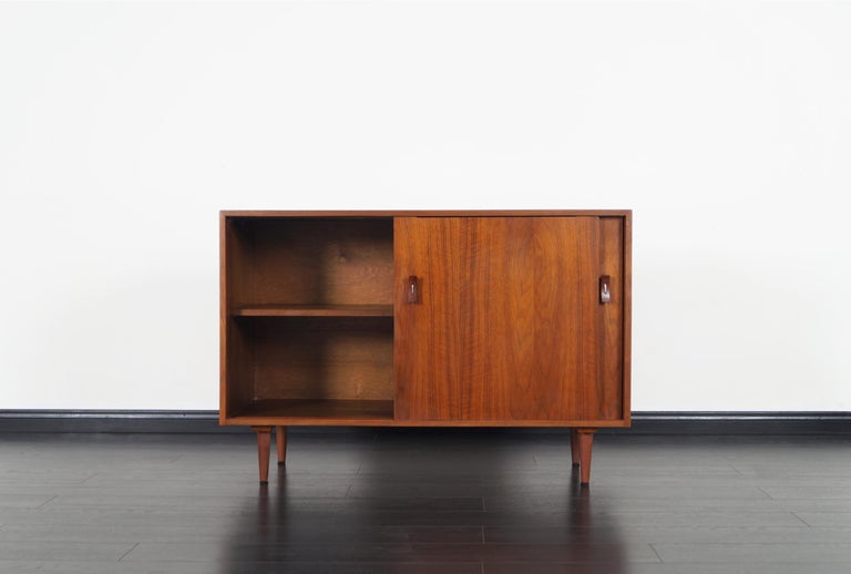 Vintage Walnut Sideboard by Stanley Young In Excellent Condition For Sale In Burbank, CA