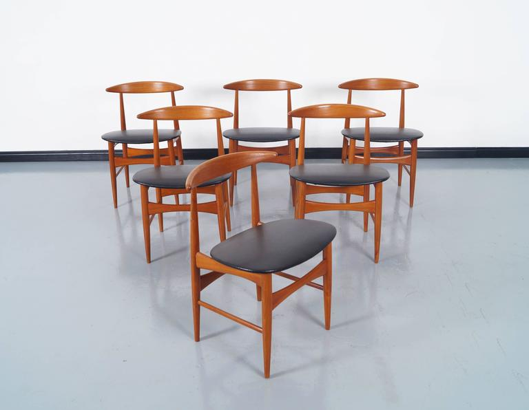 Set of six amazing Danish teak dining chairs. Manufactures by Mogens Kold.