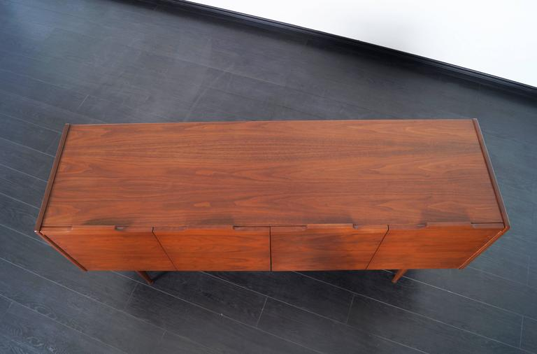 Mid-20th Century Vintage Walnut Bi-Folding Doors Credenza by John Caldwell for Brown Saltman For Sale