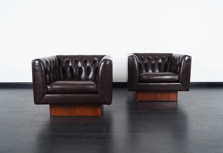 Mid Century Modern Vintage Tufted Leather Lounge Chairs By Milo Baughman  For Sale
