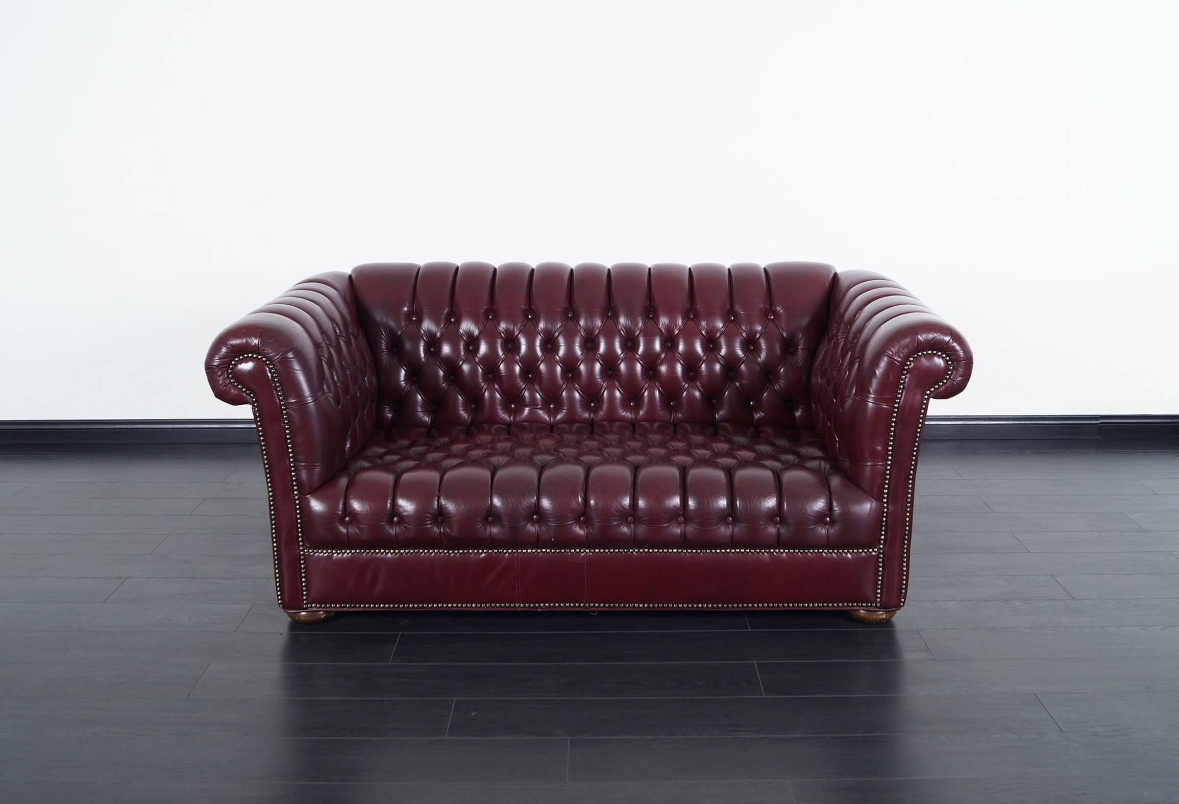 Enjoyable Vintage Burgundy Leather Chesterfield Loveseat Forskolin Free Trial Chair Design Images Forskolin Free Trialorg