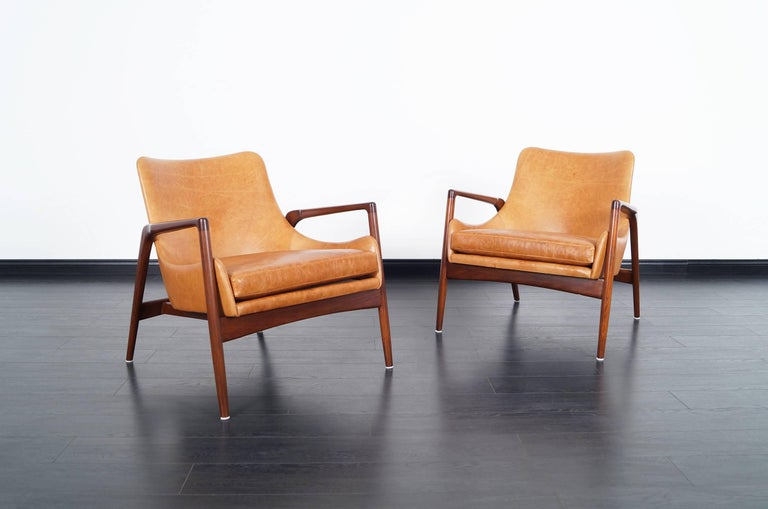 Danish Modern Leather Lounge Chairs by Ib Kofod Larsen In Excellent Condition For Sale In Burbank, CA