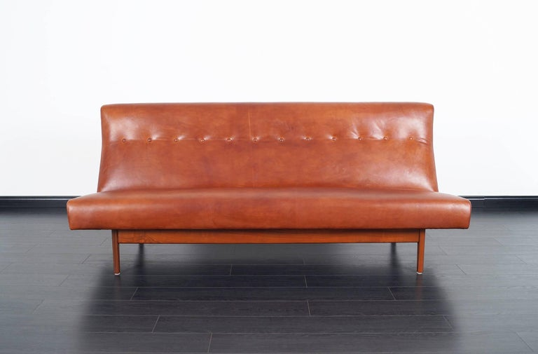 Fabulous vintage leather sofa designed by Jens Risom for Risom Design Inc. in United States, circa 1950s. An elegant sofa recently upholstered in Italian leather. It consists of a solid walnut frame with exposed support on the back side and tufted