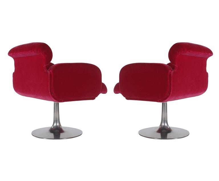 Mid-Century Modern Red Swivel Lounge Chairs with Tulip Bases by Stendig In Good Condition For Sale In Philadelphia, PA