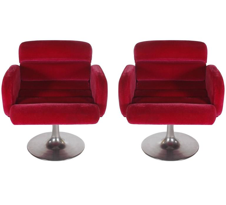 American Mid Century Modern Red Swivel Lounge Chairs With Tulip Bases By Stendig For