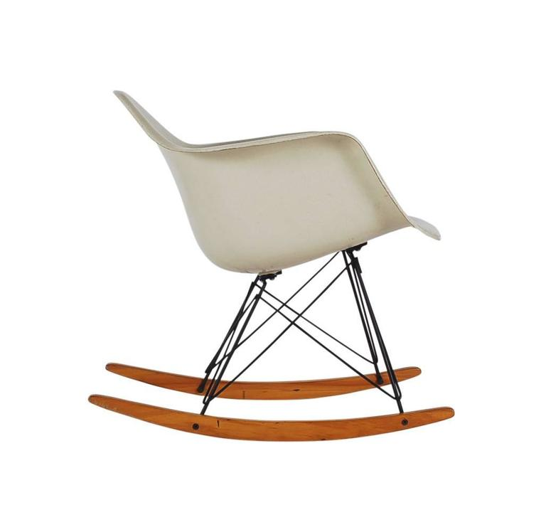 mid century modern herman miller original rocking chair by charles eames at 1stdibs