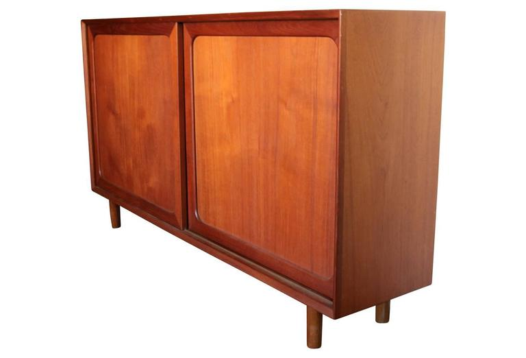 Mid-Century Modern Danish Teak Credenza Sideboard Bookcase In Excellent Condition For Sale In Philadelphia, PA