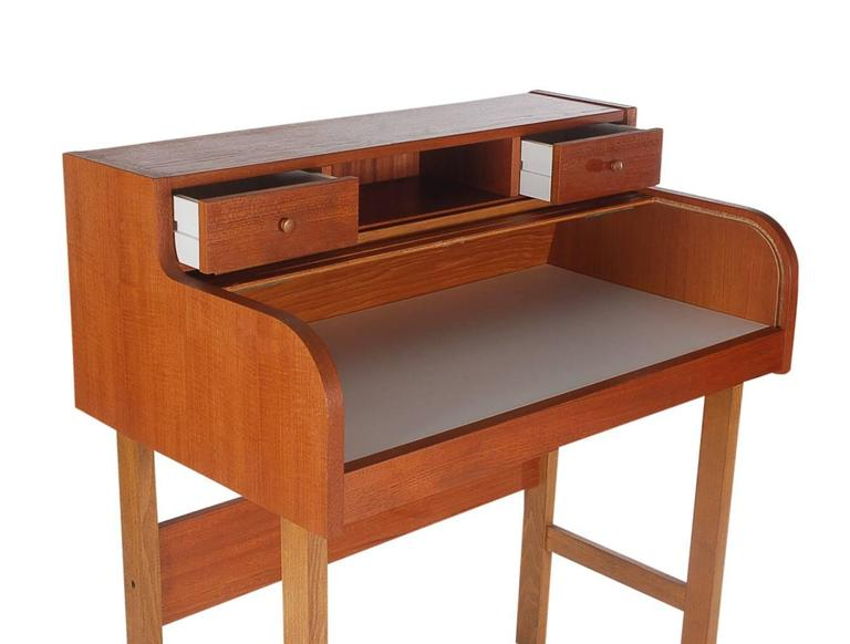 Danish Mid-Century Modern Teak Roll Top Secretary Desk or Console Table In Excellent Condition For Sale In Philadelphia, PA