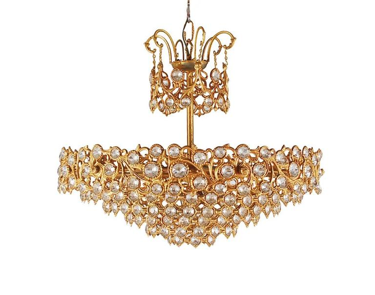 A gorgeous vintage crystal chandelier, probably Italian or French dating back to the 1960s. It features a gold gilt bronze frame with 100s of beautiful crystals. Tested and working.
