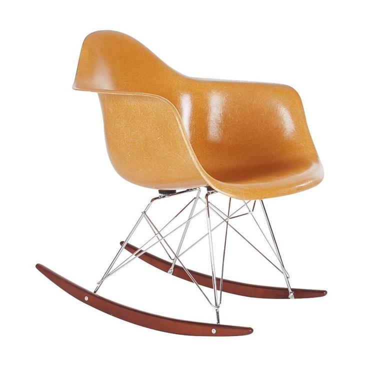 Vintage herman miller charles eames fiberglass rocking lounge chair at 1stdibs - Rocking chair charles eames ...
