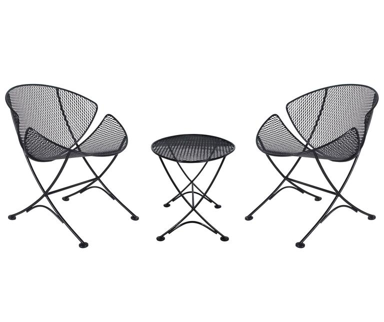 A fine outdoor patio suite designed by Maurizio Tempestini and manufactured by Salterini in the 1950s. It features two