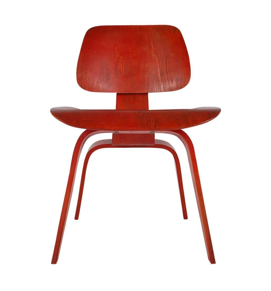 A Nice Early Example Of Charles Eames DCW For Herman Miller Plywood Side  Chair. This